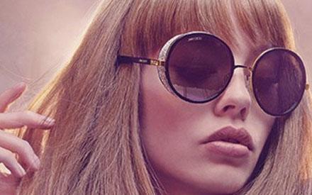 8d45328a3a2c0 Ícone da moda mundial  Os óculos de sol Jimmy Choo.